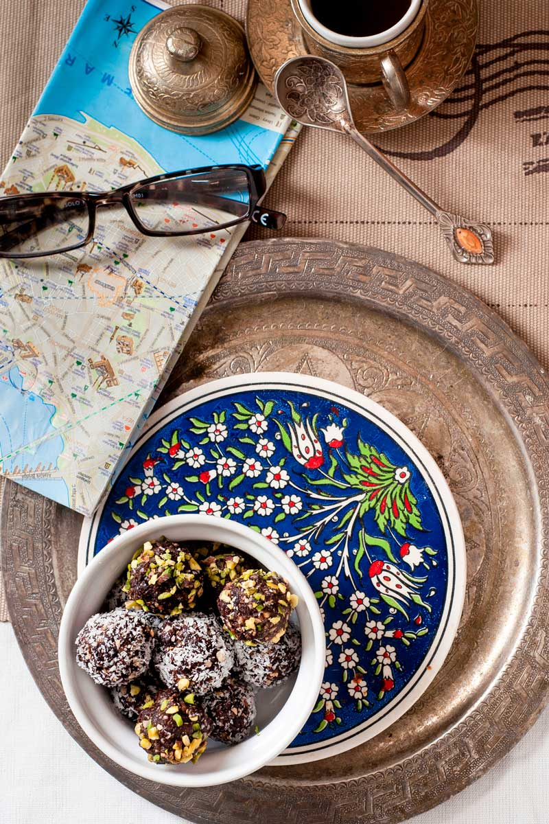 Dolcetti turchi con datteri, nocciole e cacao