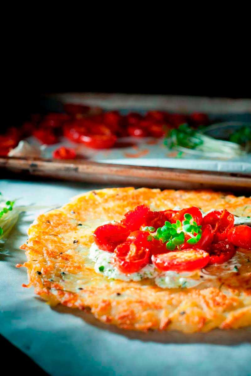Microortaggi: Rosti di patate e cipolla, yogurt alla senape e pomodorini confit