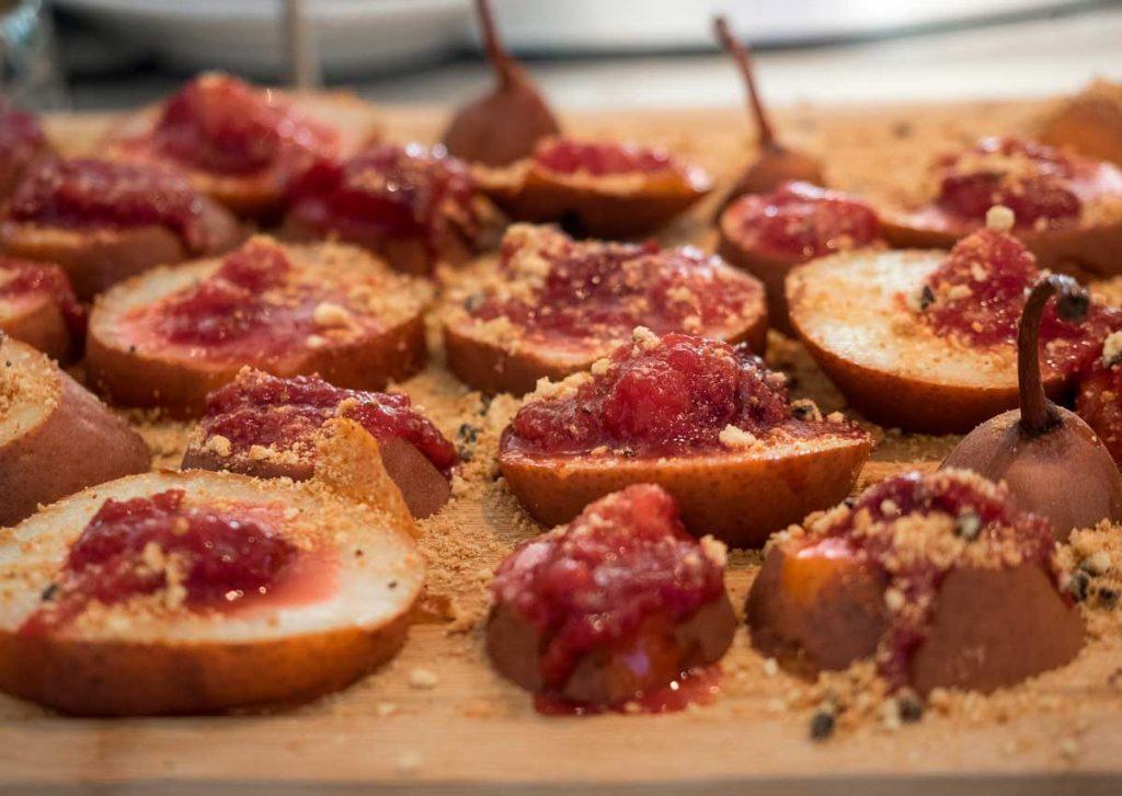 Pere con marmellata di prugne