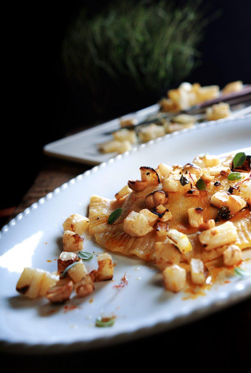 Vellutata di finocchi e carote con chips di verdure croccanti al curry